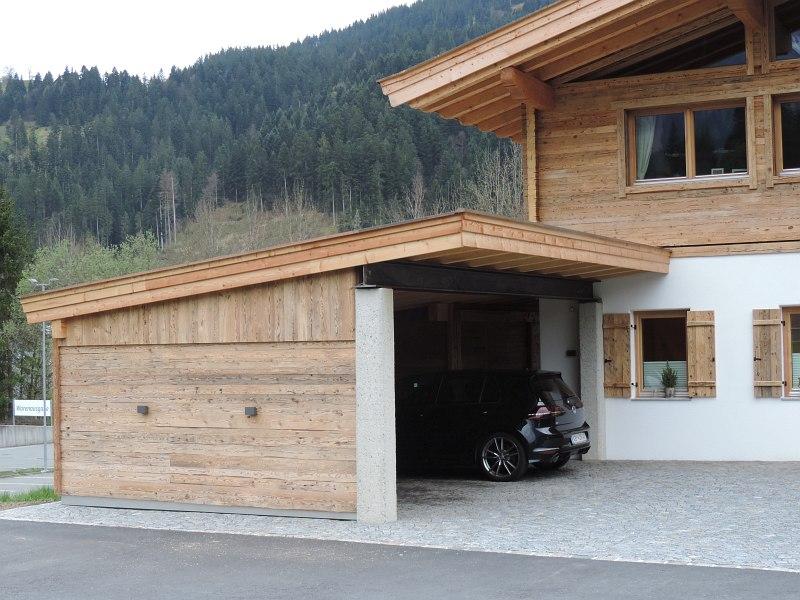 carport mit garagentor mit gerteraum carport mit garagentor carport mit garage und carport. Black Bedroom Furniture Sets. Home Design Ideas